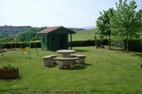 Gîte de la Forge à SARCEY dans le Rhône: les espaces extérieurs.