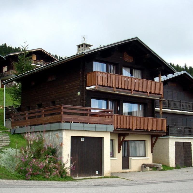 Le chalet, escalier d'accès 1er étage et terrasse