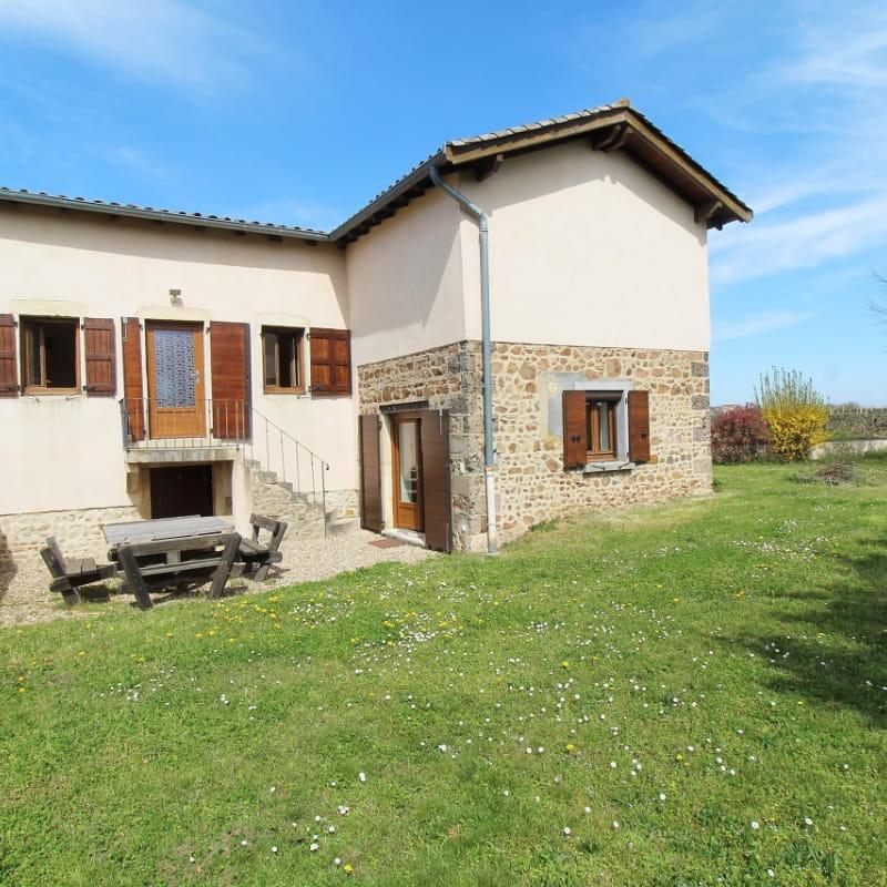 Gîte 'L'Orée des Vignes' à Cercié-en-Beaujolais (Rhône - Beaujolais): le jardin et terrasse.