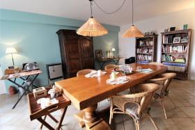 Chambres d'hôtes 'Le Clos de Pomeir' à Pommiers (Rhône, Beaujolais, proximité de Villefranche-sur-Saône) : pièce de jour réservée aux hôtes.