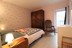 Gîte 'Chez Gaby et Pierrot' à Quincié-en-Beaujolais (Rhône, Beaujolais Vignobles) : chambre 2 (étage).