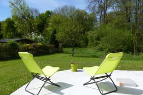 Terrasse et jardin avec les transats