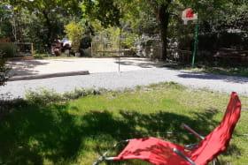 Espace détente et terrain de jeux