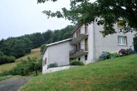 Gîte de La Panoncelière à Rontalon (Rhône - Coteaux du Lyonnais) : la maison comportant les 2 GITES.