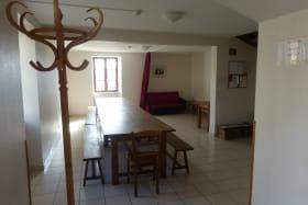 Gîte communal à AFFOUX - en Haut Beaujolais - Rhône : le séjour.
