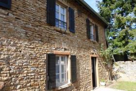 Gîte de Montezain à Marcy-sur-Anse dans le Beaujolais - Rhône : la maison en pierres dorées.