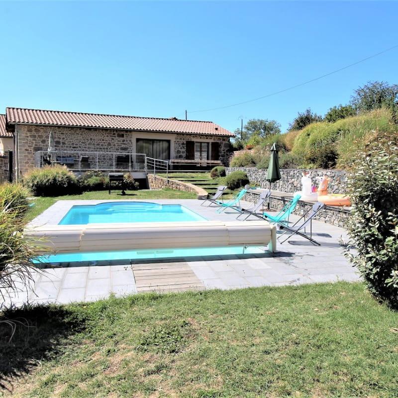 Grand gîte des Chambres de L'Ouest à Longessaigne (Rhône, Monts du Lyonnais) : gîte 15 personnes avec piscine privative.