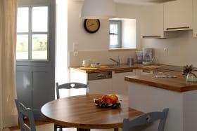 Le Logis de Marie à Pommiers dans le Beaujolais (Rhône) : l'espace cuisine.