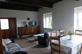 Gîte 'La Verrière' à Chaponnay (Rhône - Sud de Lyon) : le séjour (rez-de-chaussée).