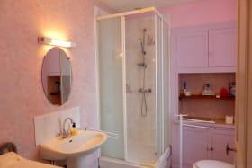 Salle d'eau Gite Les Buis à MAILLET HAUT-BOCAGE Gîtes de France Allier en Auvergne