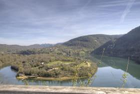 Très belle vue depuis la Cabane sur la Rivière d'Ain.