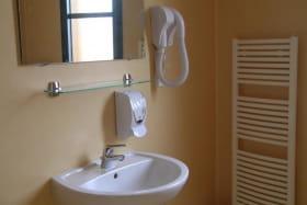 Hébergement du Pôle à Chatelus dans l'Allier en Auvergne, salle d'eau